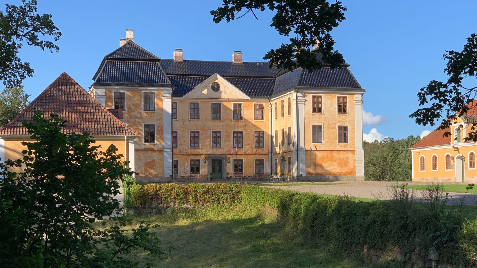 Culture in Österlen - Experience Christinehof and the 1700th century - a storytelling walk with Christina's Wänner in and around the castle that Christina Piper built. Christinehof Castle - Österlen