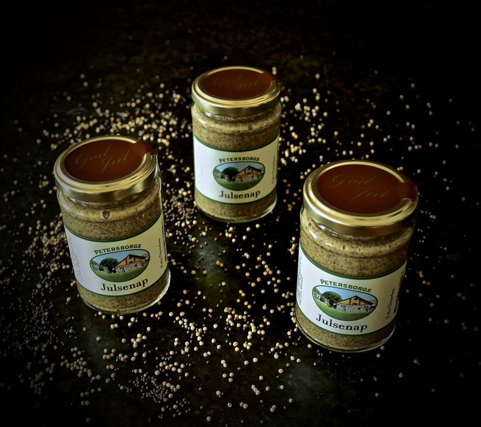 Here at Petersburg's farm in Österlen we grow and produce a genuine Skåne mustard.