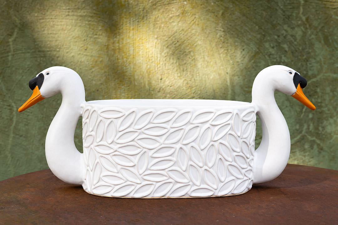 Swan. Ceramics by Elna-Karin.