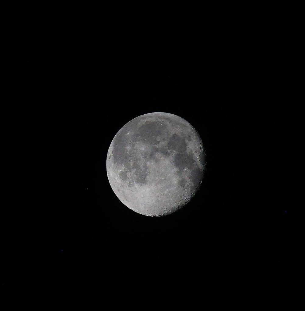 Med månen som sällskap.