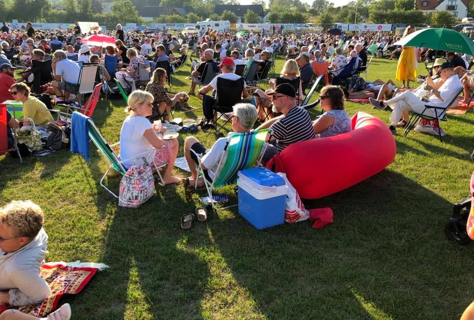 The concerts at Brantevik's IP inspire beautiful solutions on how to best enjoy music and something to eat and drink. Photo: BMNorelius 2018