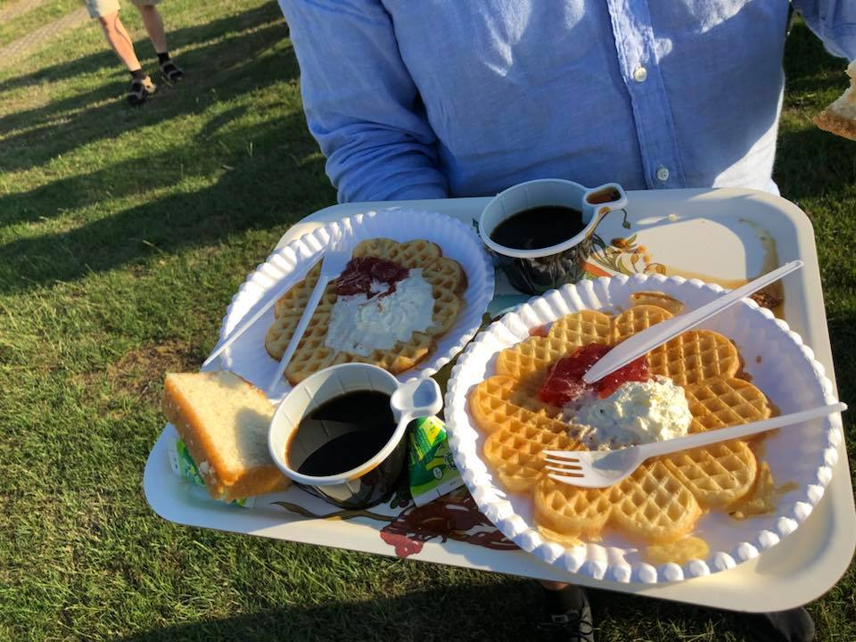 During concerts at Brantevik's IP, freshly baked waffles can be purchased, as well as coffee with bread, soft drinks and beer and barbecue sausages. Photo: BMNorelius 2018