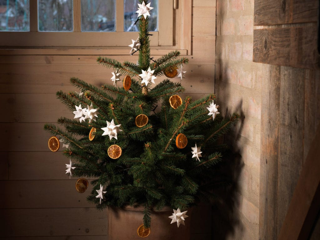 Decorated Christmas tree on Byvägen 35, österlen.se