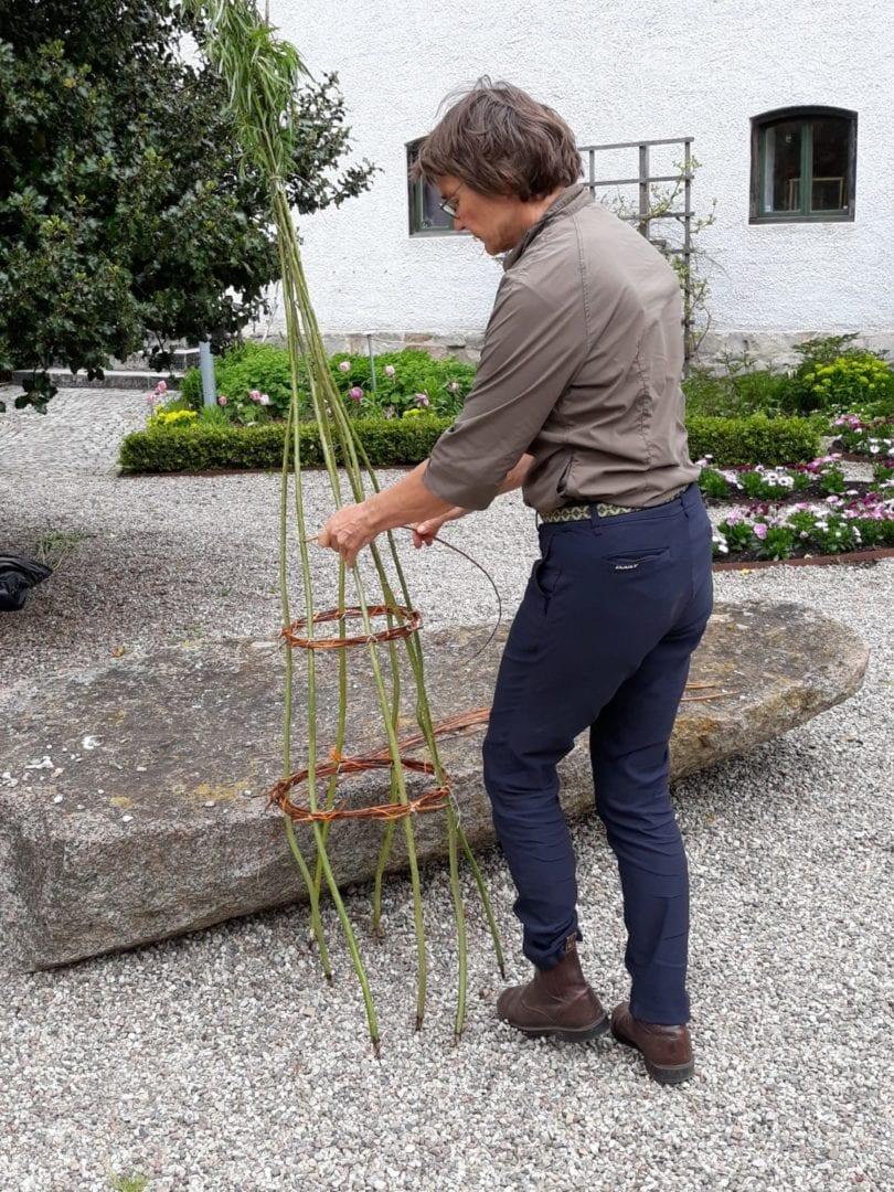 May 9, 2020 Österlen Museum Arrow braiding photo Veronica Jeppsson österlen.se