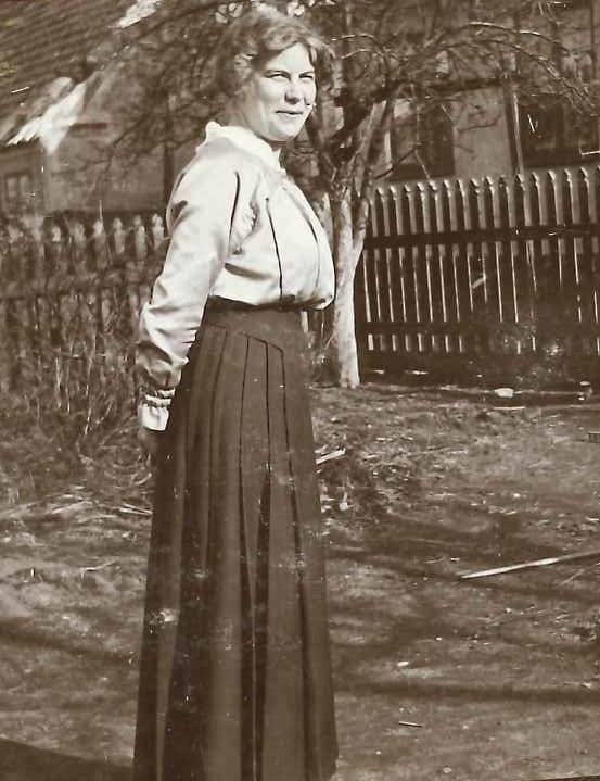 Women in Simrishamn part II pruned österlen.se