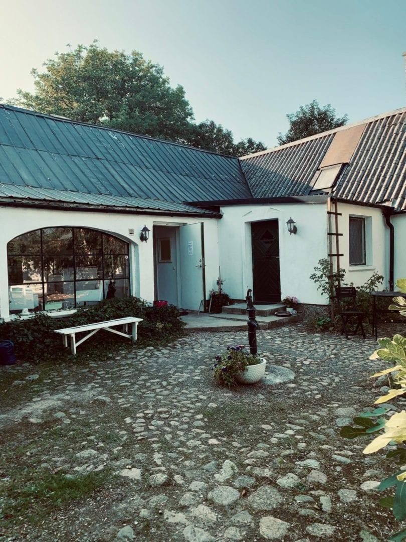 Accommodation Gamlegård courtyard