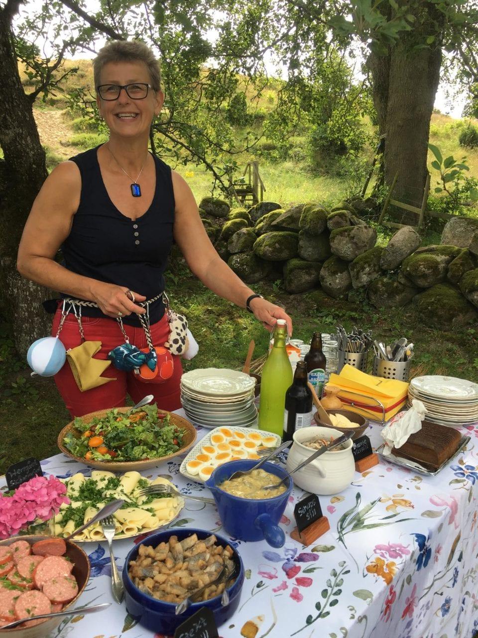 SkåneVandring Monica leende bord