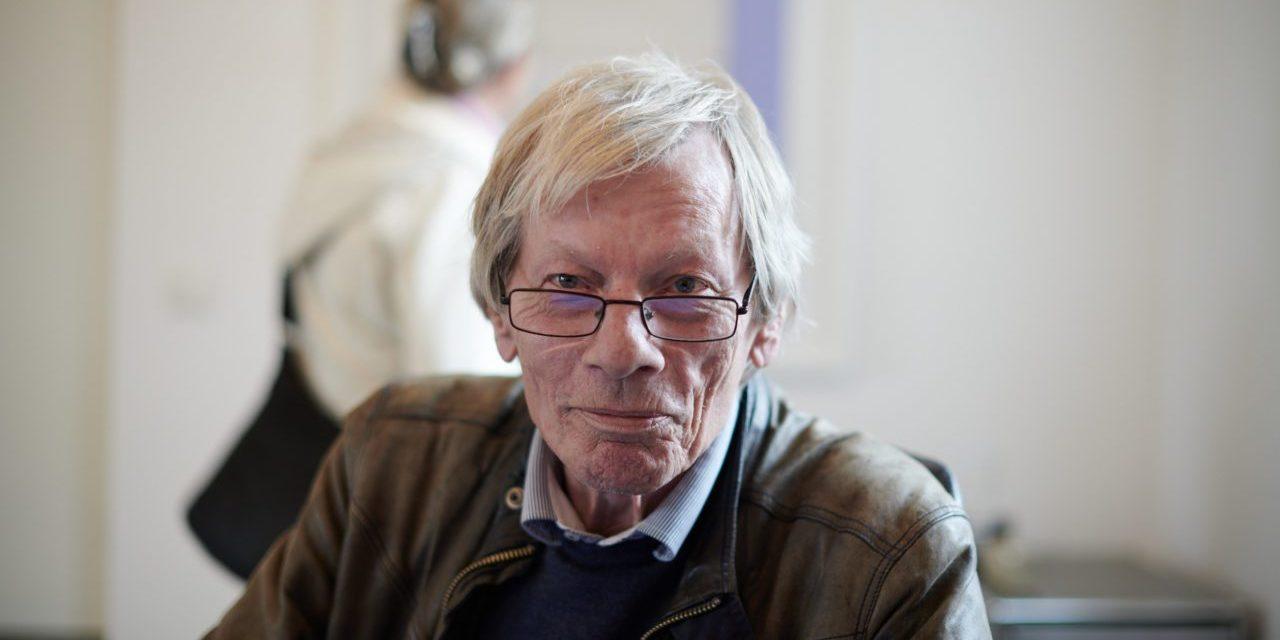 Gallerist Thomas Wallner i sitt galleri på Septemberutställningen