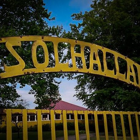 Solhällan i Löderup är den gamla folkparken/dansrotundan i Löderup på Österlen