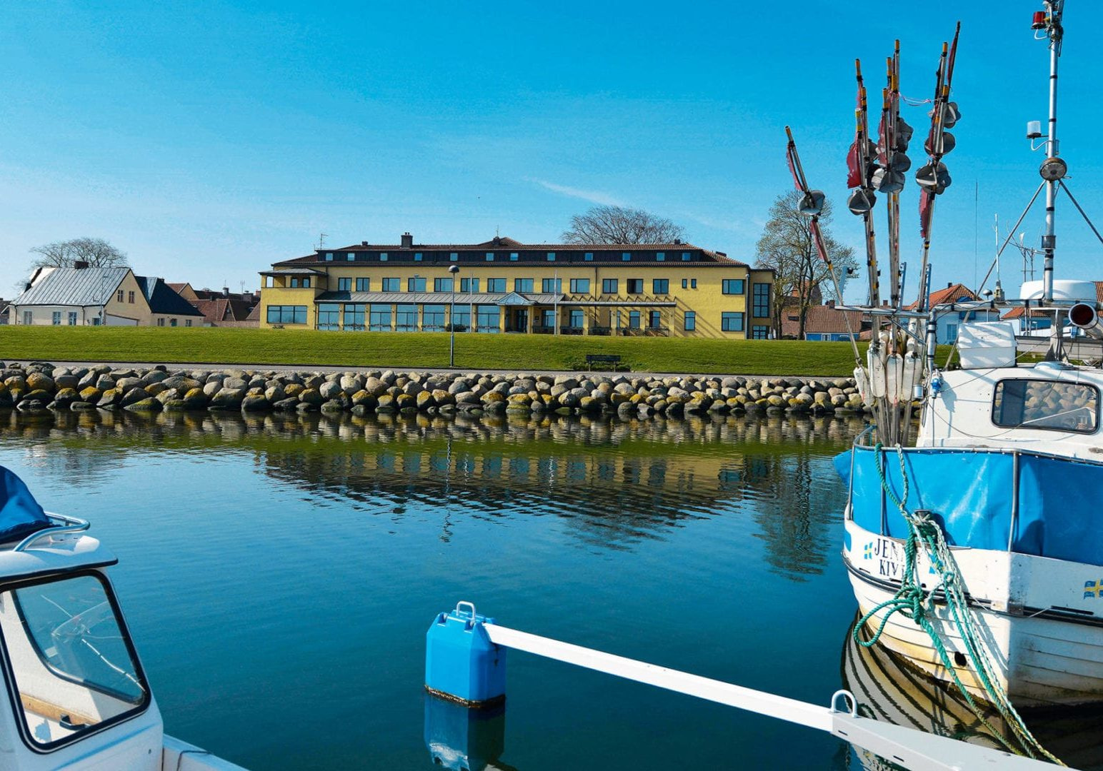 Hotel Svea in Simrishamn seen from the marina.